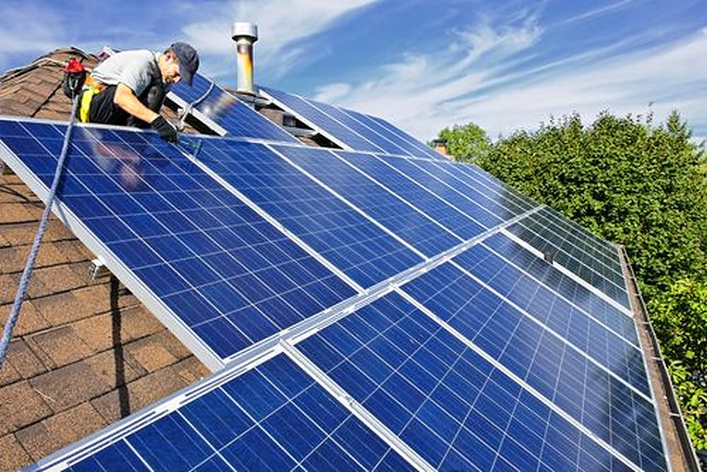 Een zonnepanelen installateur in de buurt vinden